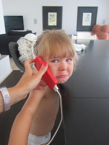 Hur sorgset är inte det här? Hon saknar Mio och William så mycket och ville ringa dem. När hon väl fick prata så bara grät hon. Nu måste de komma hem!