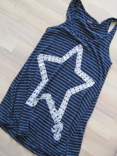 Senast i raden är det här linnet. Mitt favorit. Det är alltid mina lite finare linnen och tröjor som naveldjuret gnager på.