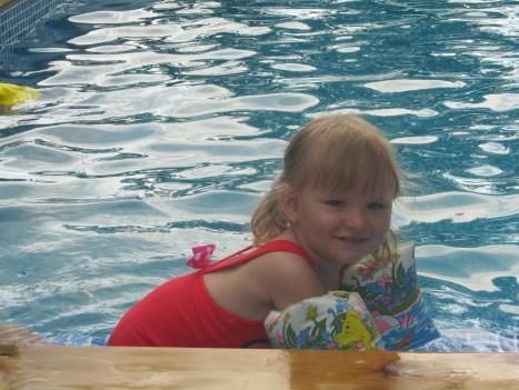 Liv och de andra barnen badade.