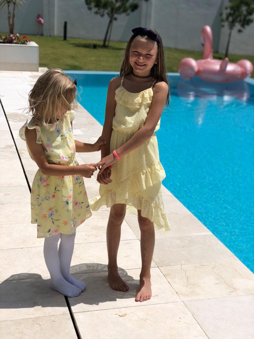 b929dfcbc65 Sen finns det ju inget sötare än att matcha med sina mini me. Kolla in  dessa ljuvliga klänningar. Länk HÄR och HÄRsamt Vidas strumpbyxor HÄR